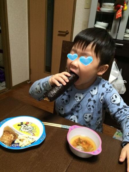甥っ子が恵方巻きを食べる!